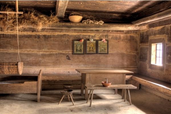 A Sanok  l'intérieur d'une maison du village ethnographique. © O.T.Pologne
