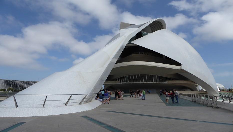 CAC Le Palais des Arts qui fait partie de l'ensemble de bâtiments d'une blancheur immaculée est l'œuvre majeure de l'architecte valencien Santiago Calatrava.© Catherine Gary