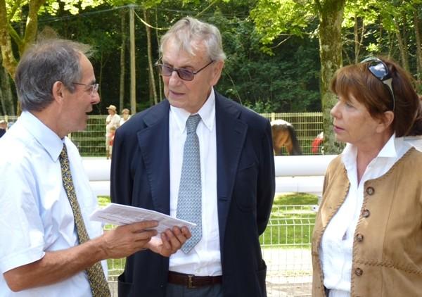 Guy de La Motte-Bouloumié, entouré de son épouse et de Claude Weber, présida aux destinées de la Société des Courses de Vittel. ©Bertrand Munier