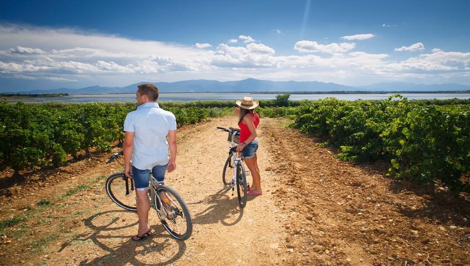 Séjour estival au Canet-en-Roussillon pour le charme de cette station balnéaire cernée de vignobles et d'un vaste étang lagunaire.© Camping Le Bosquet.