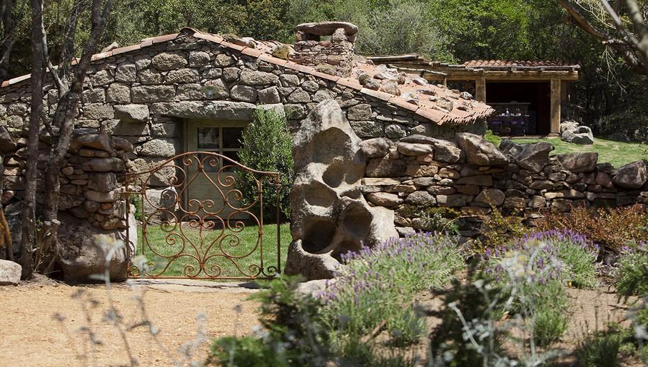 En tout, 19 bergeries et demeures du 17e siècle dissimulées dans le maquis et rénovées comme à leur origine qui offrent à leurs hôtes un confort élégant et rustique. Crédit photo Camille Moirenc