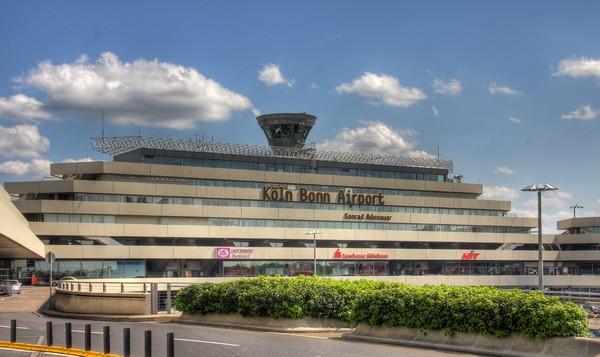 Eurowings et ses compagnies aériennes partenaires  volent vers plus de 130 destinations en Europe. Depuis novembre dernier, c'est depuis l'aéroport de Cologne/Bonn  qu'elle dessert des routes long courrier, notamment à destination des Caraïbes, ou encore de la Thaïlande. Le service long-courrier est exploité sur des Airbus A330, des avions qui peuvent accueillir jusqu'à 310 passagers chacun. Depuis mai 2016, il est maintenant possible de se rendre à l'île Maurice et depuis Juin dernier aux Etats-Unis. Crédit photo Wikimédia Commons.