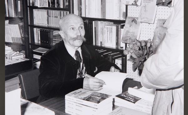 """L'écrivain-artiste bourguignon Henri Vincenot : le premier invité « vedette »  de l'évènement littéraire """"Le Livre sur la Place """"  © pêche-mouche.com"""
