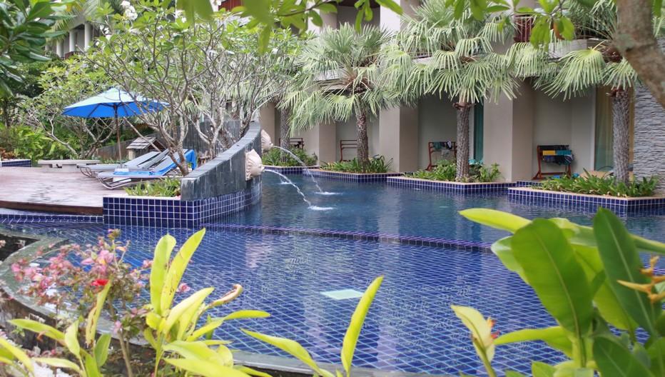 La magnifique piscine arborée et accessible depuis les chambres du rez-de-chaussée.  © Patrick Cros