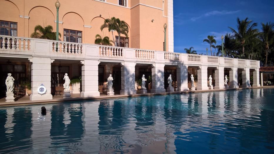 D'inspiration italo-andalouse, l'hôtel Biltmore, situé dans le quartier de Coral Gables, est un véritable mythe à Miami. A la fin des années 20, Johnny Weissmuller y était maitre-nageur avant de revêtir le pagne de Tarzan pour Hollywood. © David Raynal