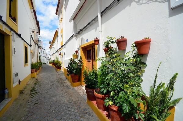 Investir au Portugal : En 2016, le pays a été classé à la cinquième position des pays les plus sûrs par le Global Peace Index. Ici la ville d'Elves dans l'Alentejo. Crédit photo David Raynal.