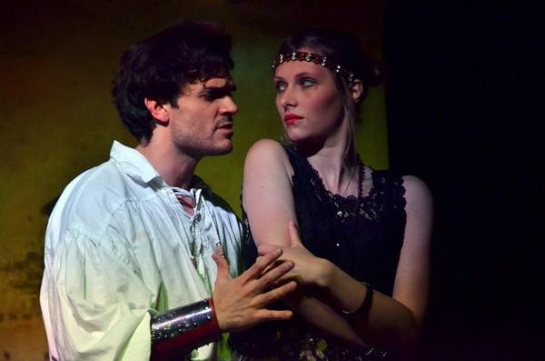 """""""Les Personnages oubliés """" une pièce d'Henry Le Bal actuellement à l'affiche du Théâtre de l'ïle Saint-Louis à Paris. De gauche à droite : Alan Sorano et Juliette Raynal . Copyright photo David Raynal"""