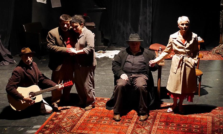 Théâtre Essaïon  Oncle Vania de Tchekhov - une tragi-comédie débridée  jusqu'au 19 mars 2017. © Théâtre Essaïon