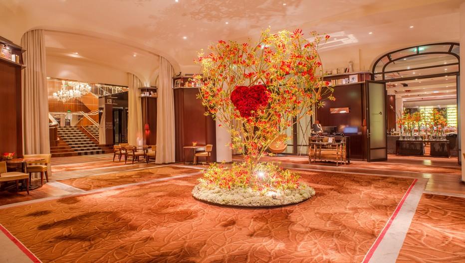 Pour la Saint-Valentin, les fleurs japonaises à l'honneur au Royal Monceau. © Jérome Puissant