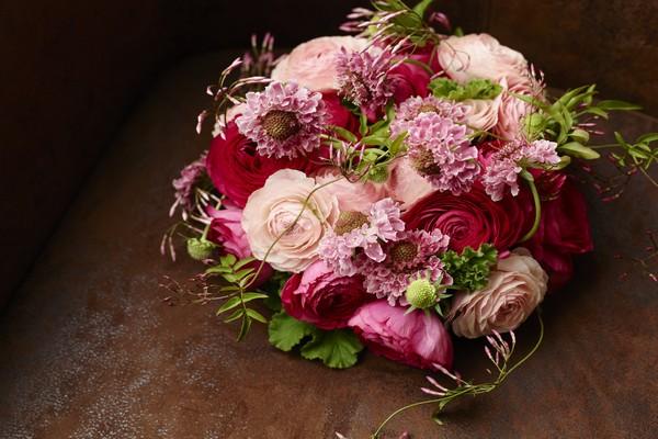 Bouquet de renoncules et scabieuses pour la Saint-Valentin © DR