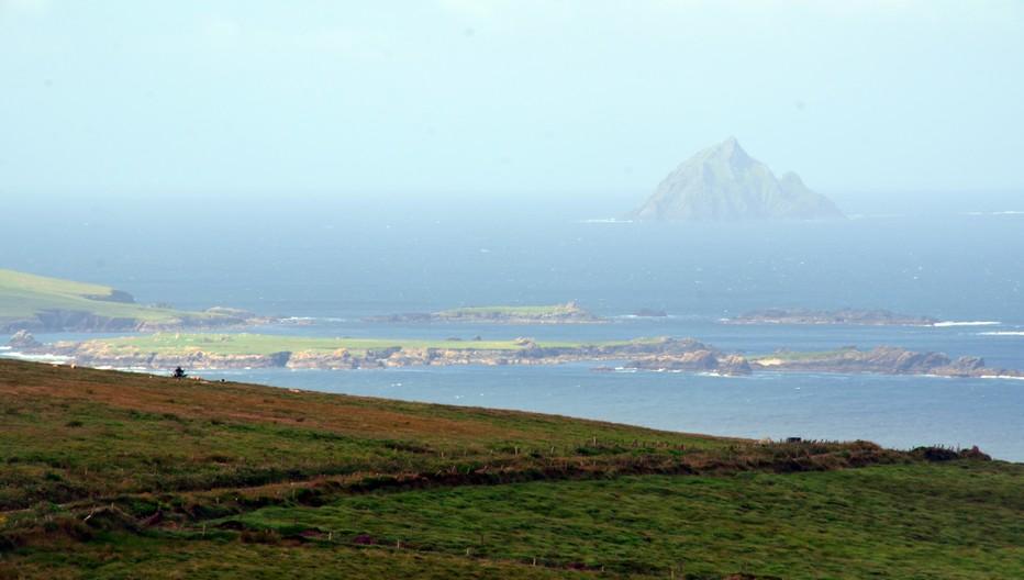 Slea Head à Dunquin (Dun Chaoin) est le village le plus à l'ouest d'Europe. De cette magnifique falaise au bout de la péninsule, il est possible de voir les contours massifs et mystérieux des îles Blasket© David Raynal
