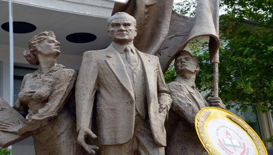 La presqu'ile de Çeşme voue un culte immodéré à Mustapha Kemal Atatürk, le père de la Turquie moderne démocratique et laïque. Crédit photo David Raynal
