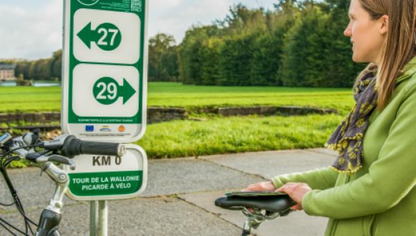 « La Wallonie à vélo par les voies vertes » en 15 étapes et 15 escapades sur des tronçons d'environ 40 à 50 km par jour. Crédit photo OT Wallonie