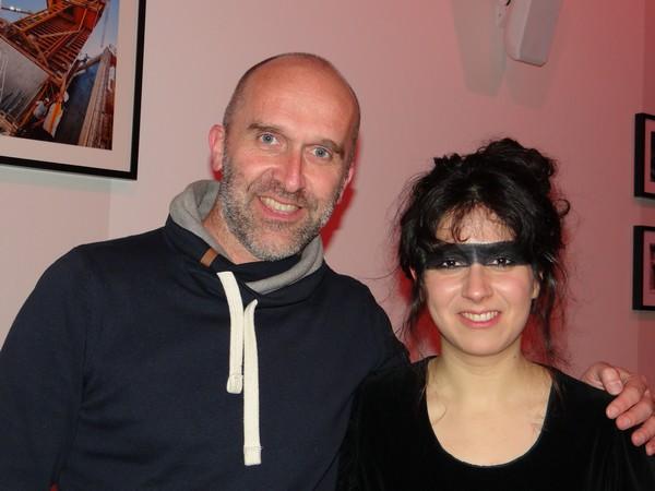 Laura Cahen aux côtés d'Emmanuel Paysan, responsable « Musiques Actuelles » à La Souris Verte - Scène Vosges à Épinal. ©Bertrand Munier