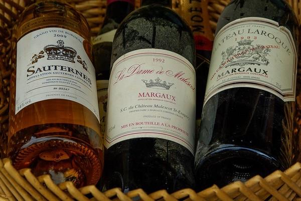 """""""J'ai organisé un certain nombre de dégustations de vins à Jakarta, autour des grands crus de Bordeaux comme le Château Margaux, mais aussi avec des viticulteurs de Bourgogne de passage en Indonésie """" explique le grand chef indonésien William Wongso. © Lindigomag/Pixabay"""