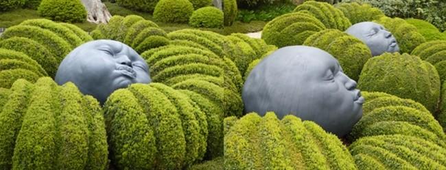 Au jardin des émotions au milieu des buis les figures humaines de l'artiste espagnol Samuel Calcedo. © Jardin d'Etretat