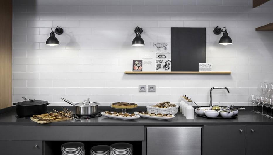 La Chaîne privilégie uniquement des produits frais et le personnel informe chaque client sur les mets présentés.© Photos Okko Hôtels.