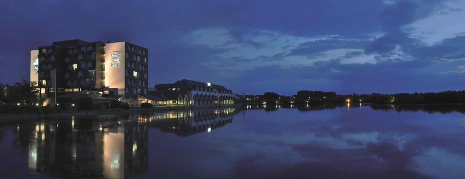A Carnac une  adresse à ne pas manquer : l'Hôtel les Salines avec 210 chambres et suites, doté du plus grand spa marin de toute la région (2500m2), d'une thalasso et de trois restaurants . © hotel.thalasso-carnac.com/destination-hotel-les-salines.html