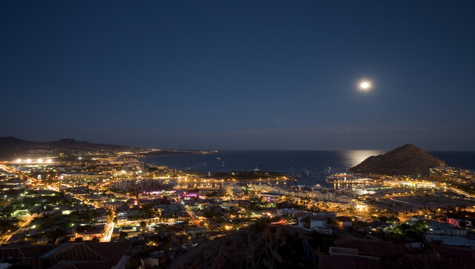 Vue de nuit sur la splendide baie de Los Cabos; © www.visitmexico.com