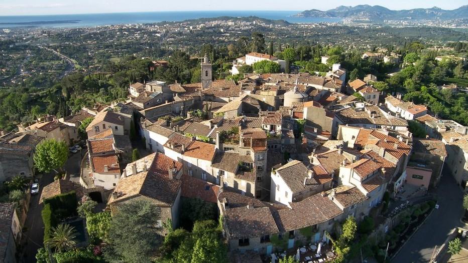 Vue aérienne sur la ville ancestrale de Mougins© O.T. Mougins
