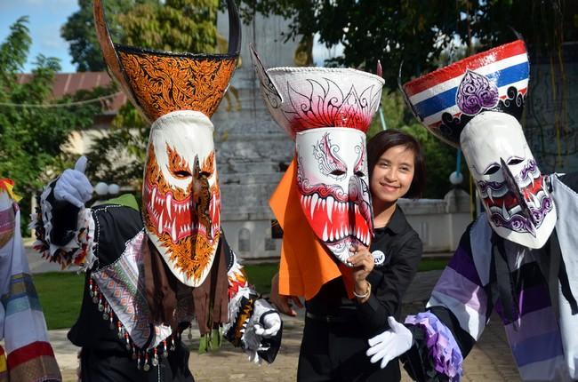 Phi Ta Khon fait parti intégrante du Festival Bun Luang qui est la fete locale la plus importante de la région. © David Raynal