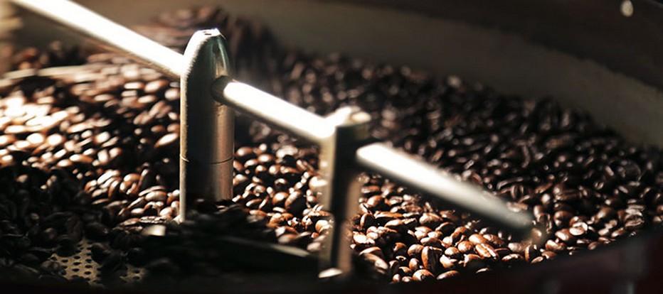 Grâce au processus de torréfaction propre à chaque région, les saveurs uniques de chaque produit, satisferont pleinement les plus grands amateurs de café.© Lindigomag/Pixabay