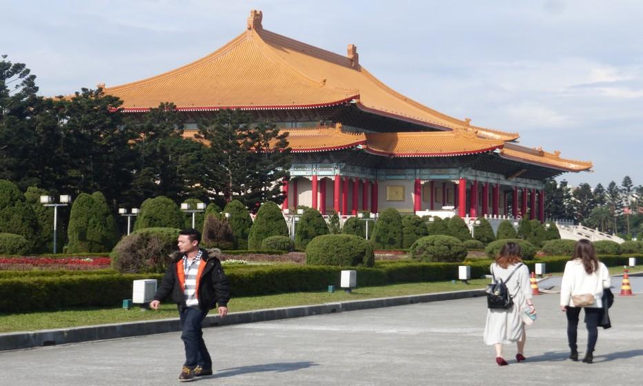 Les jardins du Mausolée de Tchang Kai-chek, mémoire du grand timonier local © C.Gary