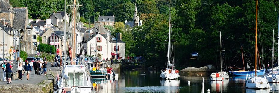 Vue bucolique sur le petit port de Pont-Aven..© O.T.Finistère