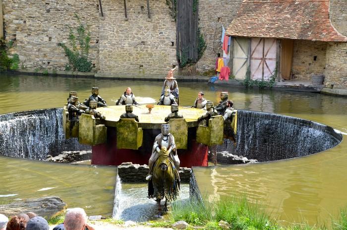 Les Chevaliers de la Table Ronde. Plongez dans l'univers fantastique de la légende arthurienne. Crédit photo Le Puy du Fou D.R.