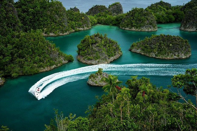 L'Ile paradisiaque de Pianemo dans l'archipel de Raja Ampat en Papouasie occidentale© O.T. Wonderfull Indonesia