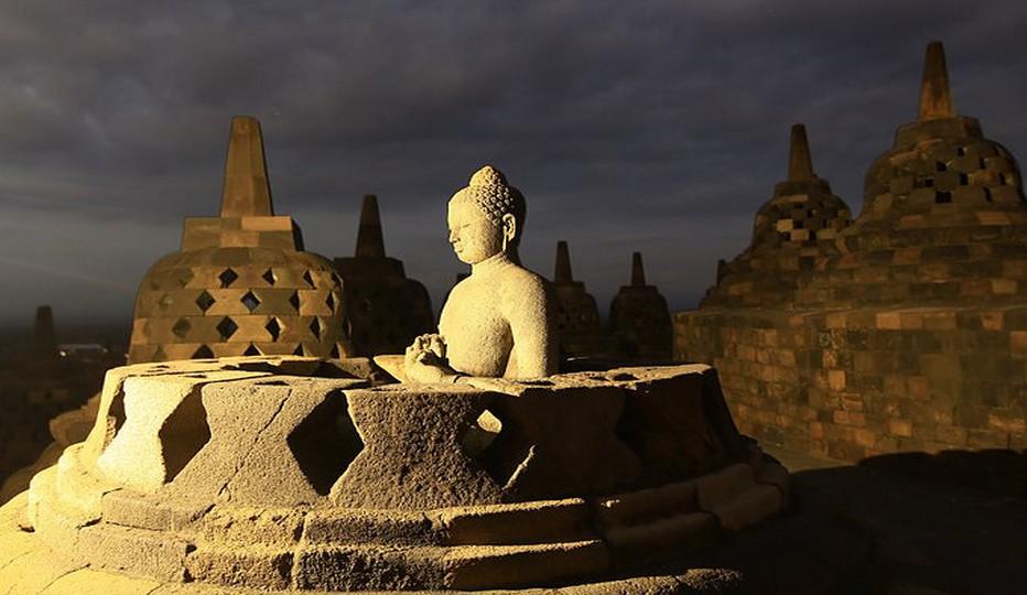 L'Indonésie compte cinq îles principales : la Papouasie occidentale, Kalimantan (parfois appelée à tort, île de Bornéo), Sumatra, Sulawesi et Java, avec des milliers d'îles plus petites comme les célèbres Bali et Nusa Tenggara.Copyright O.T. Wonderful Indonesia