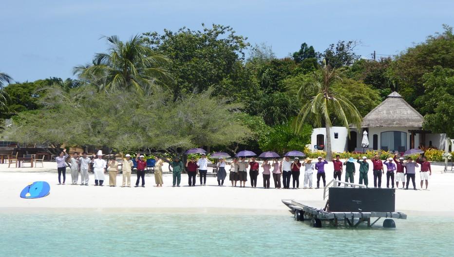 Au port de Ban Phe Pier le bateau se dirigeant vers l'île de Koh Samed attend les voyageurs pour une traversée  jusqu'à la petite crique de sable immaculé de l'hôtel Paradee où tout le personnel  est présent pour vous accueillir. © C.Gary