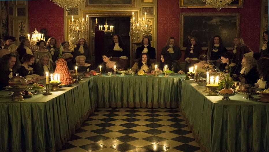 Propriété aujourd'hui de la famille Vogué , Vaux-le Vicomte permet les reconstitutions d'époque Louis XIV dans un décor d'origine et intact. (Copyright série Versailles)