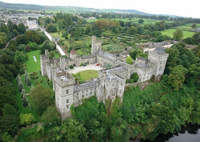 Un peu plus loin vers l'Est, dans le comté de Waterford, le Lismore Castle est un superbe château médiéval en bordure de la rivière Blackwater.Crédit photo D.R.
