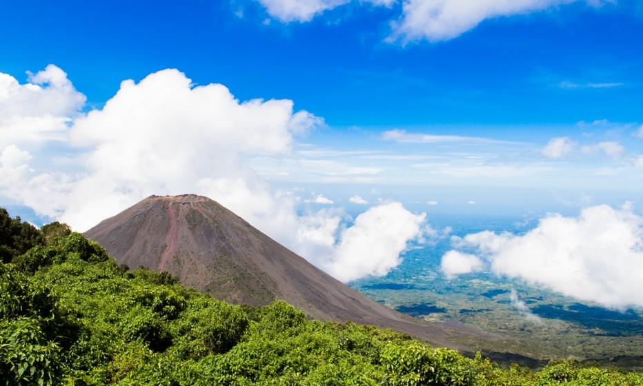 Vue du volcan Izalco depuis le mirador du parc naturel. Crédit photo office de tourisme du Salvador.