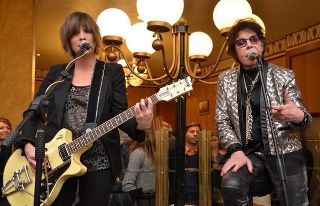 Accompagnée sur scène par la chanteuse et bassiste Emilie Marsh, Elle a interprété quelques-unes de ses plus belles chansons dont « Comme un boomerang ». Crédit photo David Raynal.