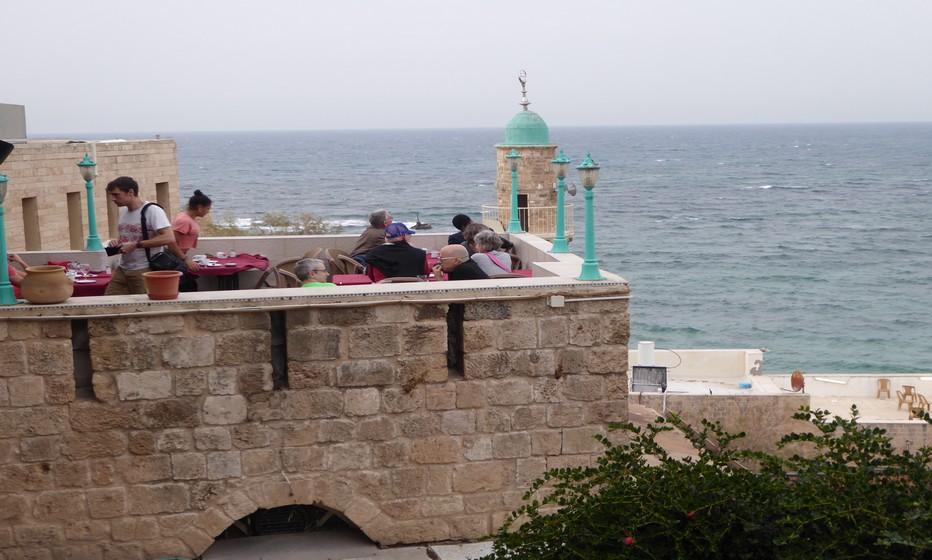 Un café en terrasse à Jaffa (Copyright C.Gary)