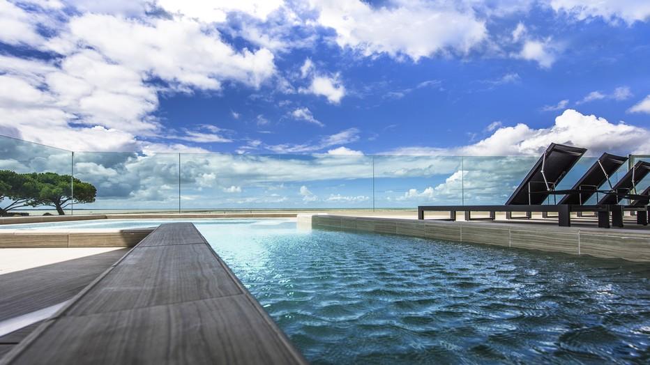La Grande Terrasse est magnifiquement située  à quelques encablures de La Rochelle, face aux trois îles de Ré, Aix et Oléron - Un endroit idéal pour se ressourcer et le plaisir du tourisme. ©Sylvie Curty - Spa Nuxe