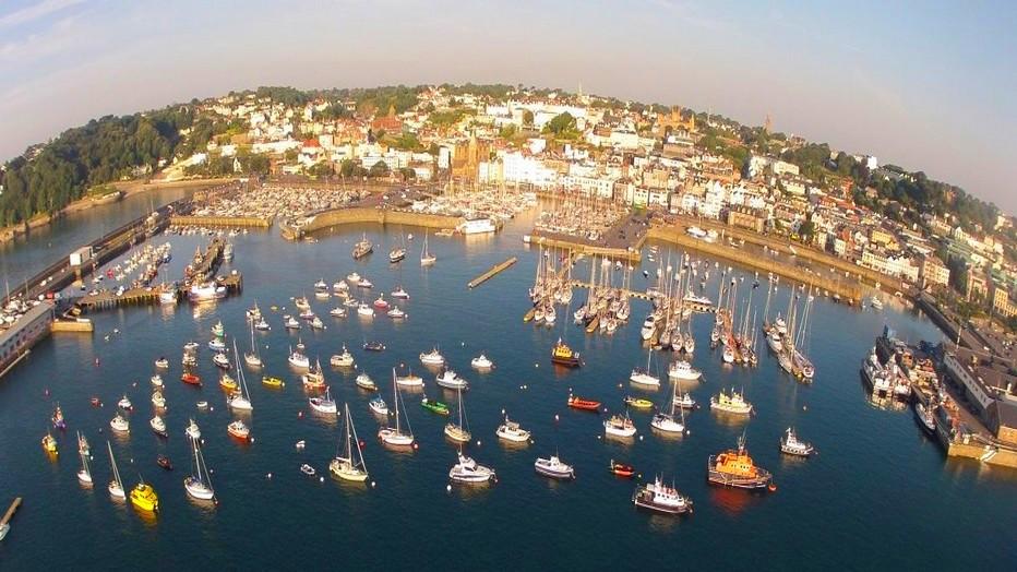 Guernesey et ses îles voisines, Herm, Serq  et Aurigny, offrent un cadre idéal pour la navigation de plaisance.  Copyright visitguernesey