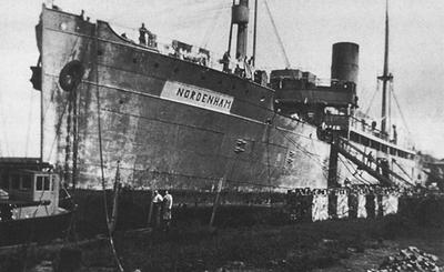 1941 Camp de travail dur le bateau-prison Nordenham 1. Copyright Collection personnelle famille Hélion.