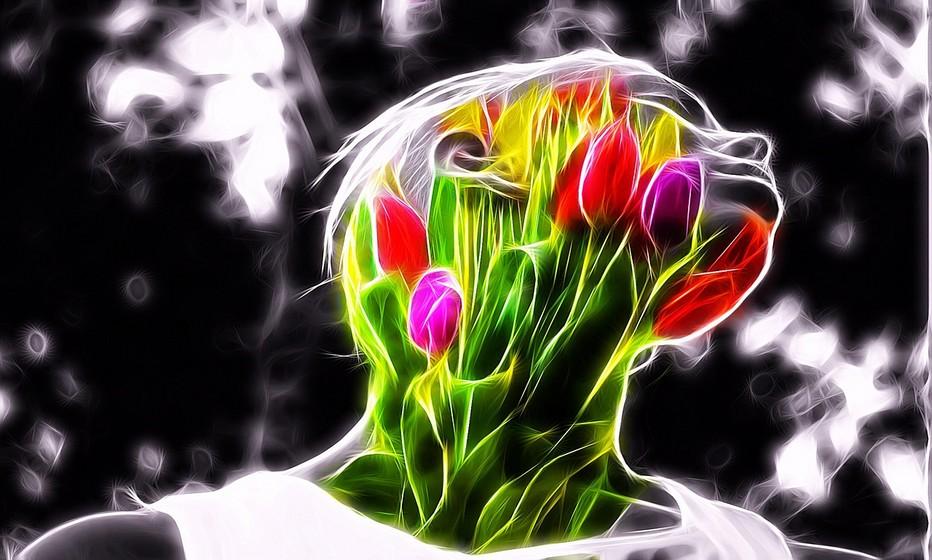 Une femme fleur aux couleurs des beaux jours. Copyright Lindigomag/Pixabay