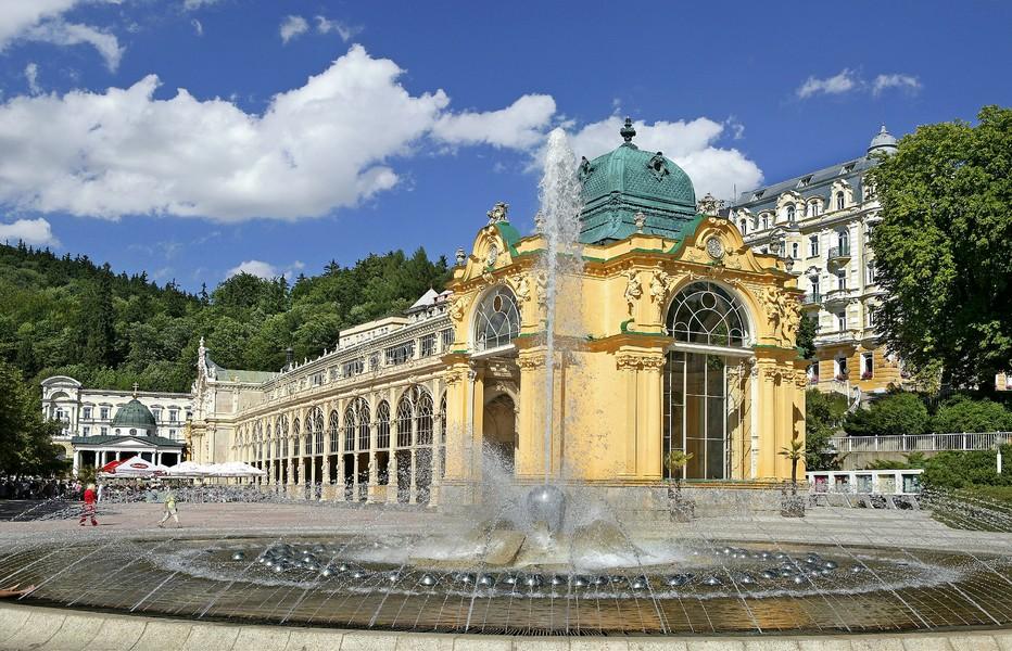 la plus vaste colonnade de Tchéquie, 119 mètres, érigée en 1888 avec accès gratuit aux sources bienfaisantes. © www.czechtourism.com