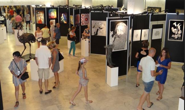 Les visiteurs peuvent découvrir 443 œuvres au sein du Palais des Congrès de Vittel. ©Bertrand Munier