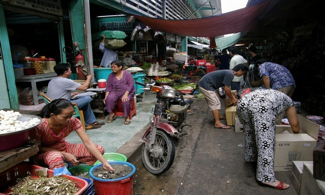 : Intérieur du marché couvert Binh Tay © Wikipédia Commons