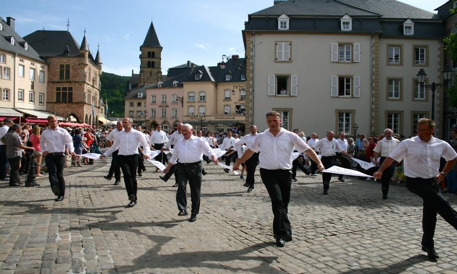Procession dansante © Peuky Barone-Wagener