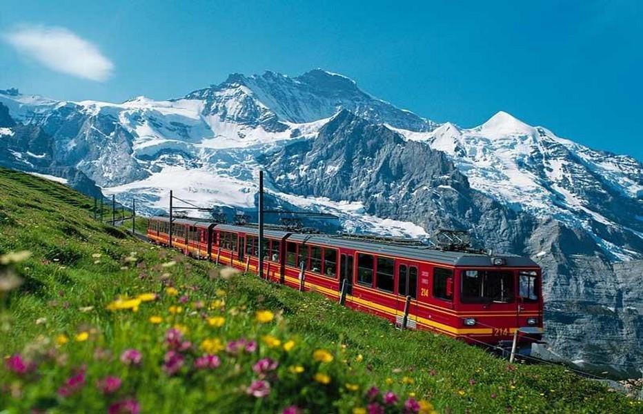Dans un paysage merveilleux Jungfraubahn, le train le plus haut d'Europe. @ DR