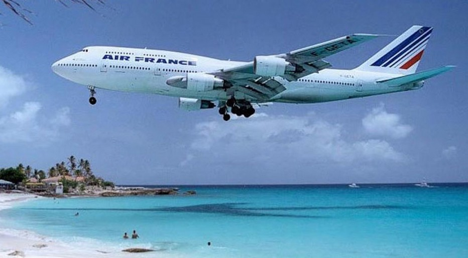 Avion Air-France en plein atterrissage sur les Antilles... @ DR