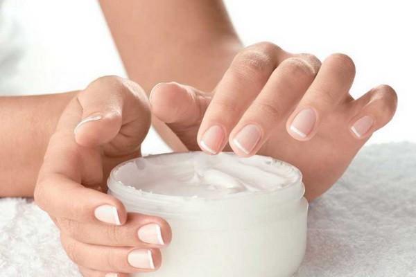 Commencer par une crème hydratante chaque jour pour protéger vos mains . @ DR