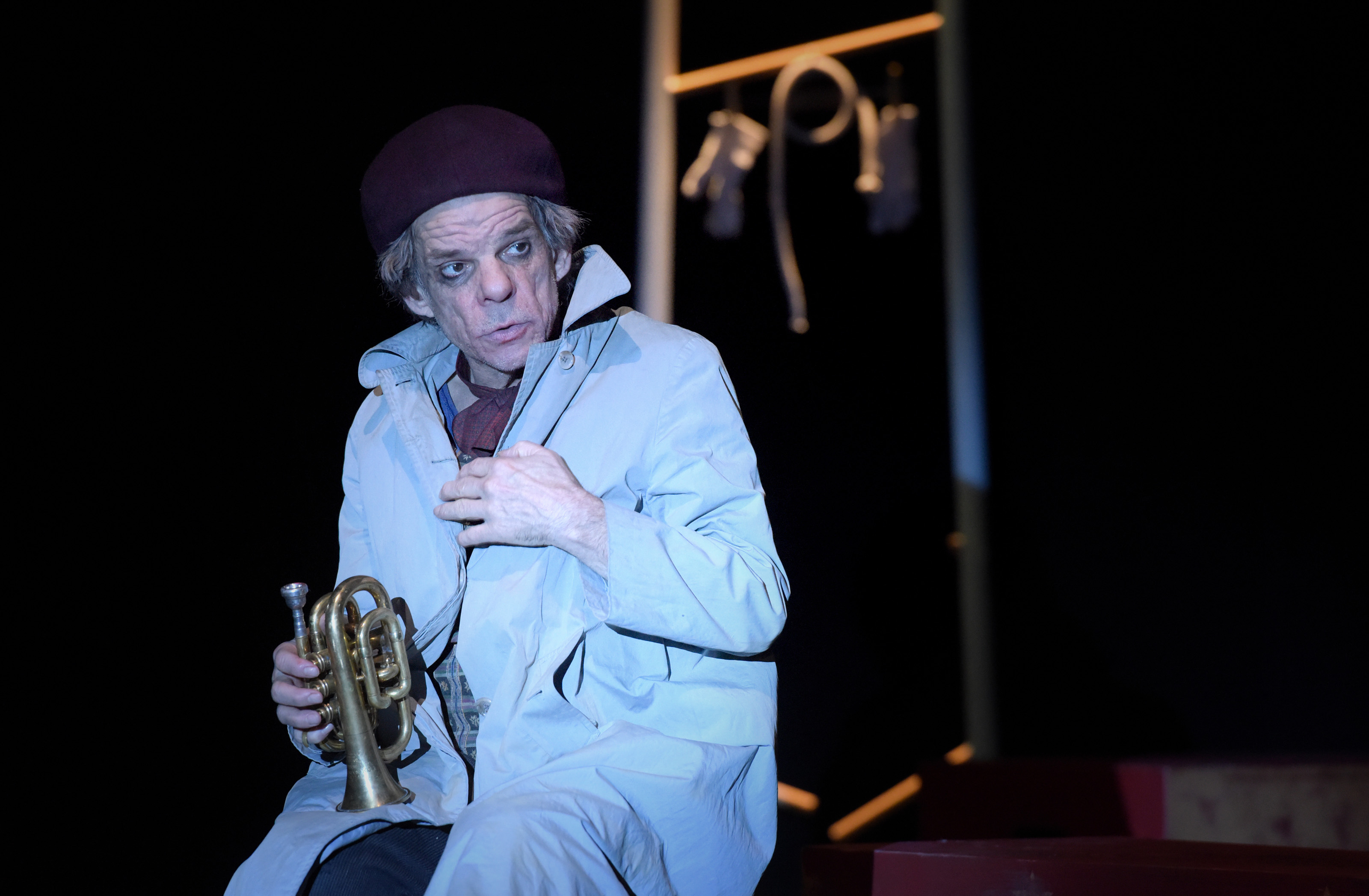 Denis Lavant dans Le Sourire au pied de l'échelle actuellement au théâtre de l'Oeuvre. Copyright Théâtre de l'Oeuvre