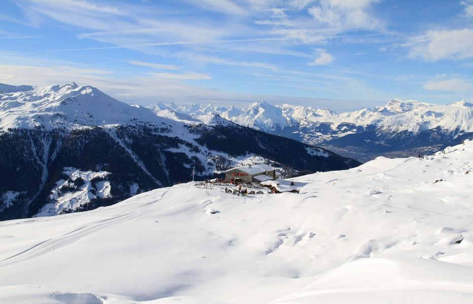 La Cabane Bella Tola sur le domaine de St-Luc/Chandolin. Dégustation de spécialités régionales en altitude..  @ DR